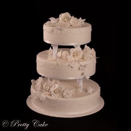gâteau avec des cupcakes et cake pops assortis, à servir lors de ...